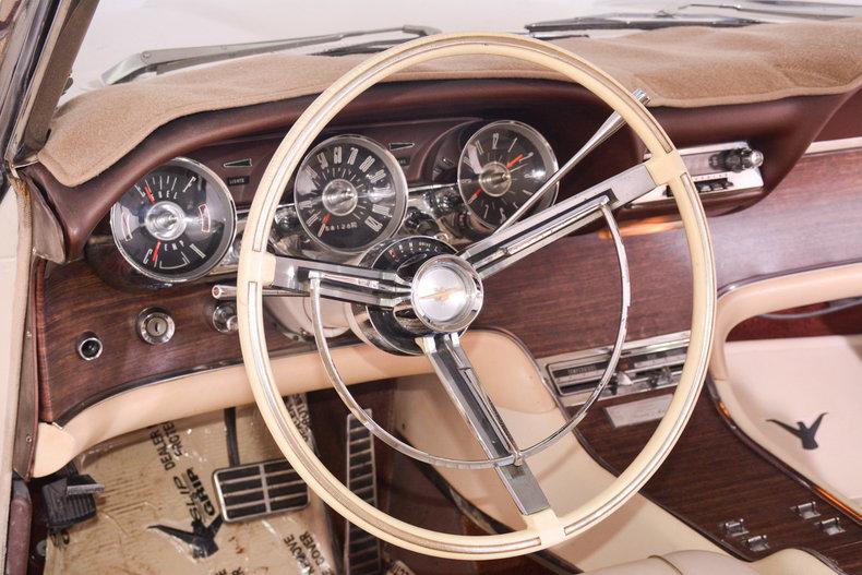 1963 Ford Thunderbird Image 2