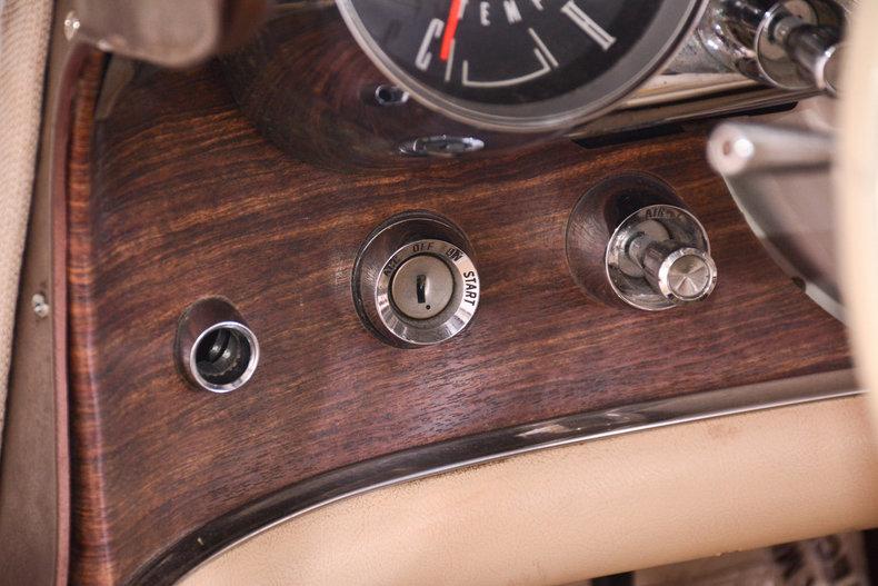 1963 Ford Thunderbird Image 25