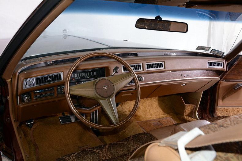 1975 Cadillac Sedan deVille Image 2