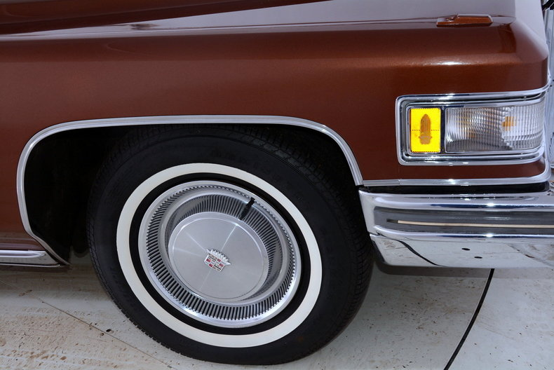 1975 Cadillac Sedan deVille Image 8