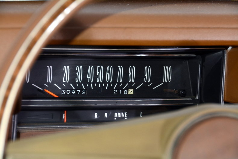 1975 Cadillac Sedan deVille Image 21