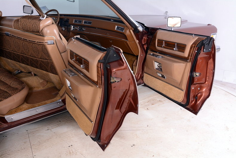 1975 Cadillac Sedan deVille Image 28