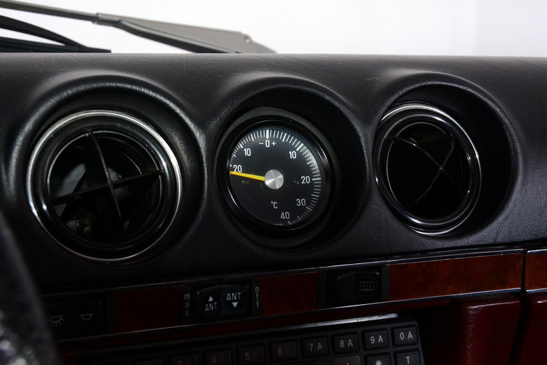 1985 Mercedes-Benz 380SL Image 18