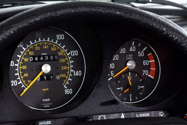 1985 Mercedes-Benz 380SL Image 38