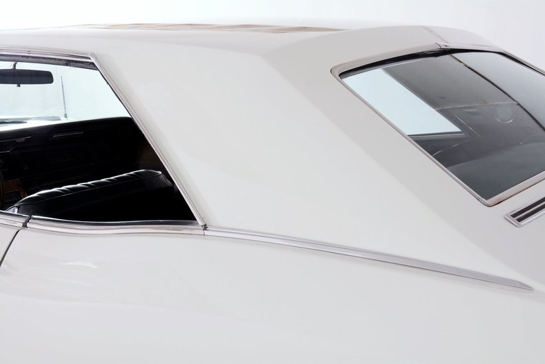 1965 Buick Riviera Image 21