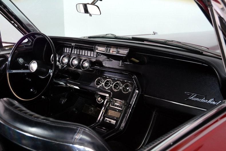 1965 Ford Thunderbird Image 10