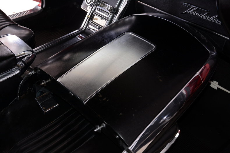 1965 Ford Thunderbird Image 21
