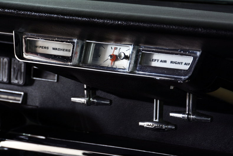 1965 Ford Thunderbird Image 28