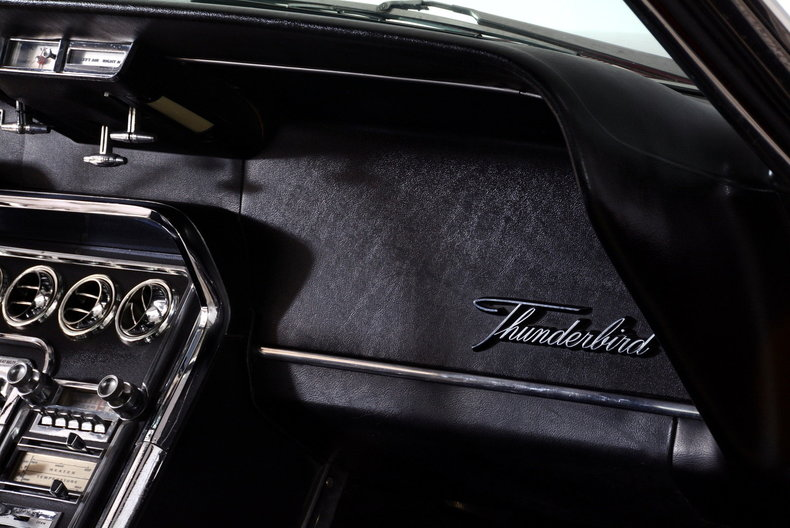 1965 Ford Thunderbird Image 29