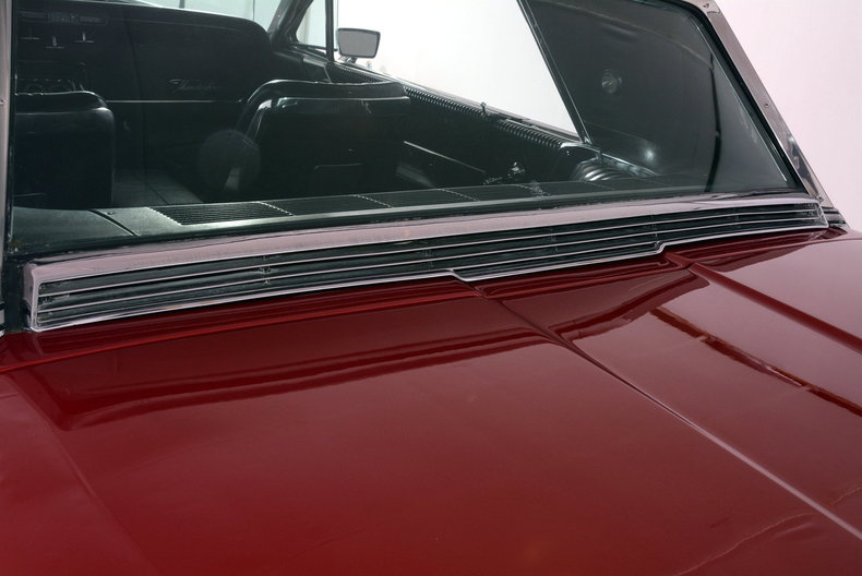 1965 Ford Thunderbird Image 38