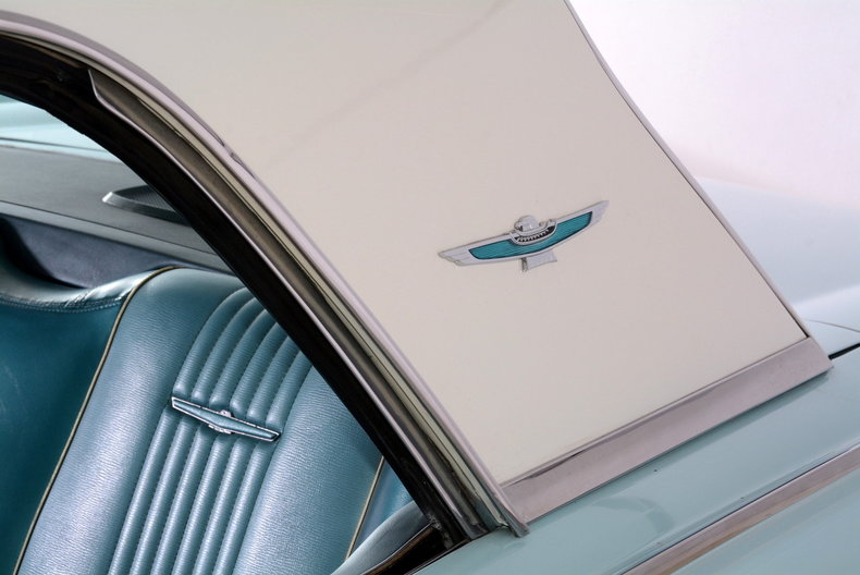 1963 Ford Thunderbird Image 8