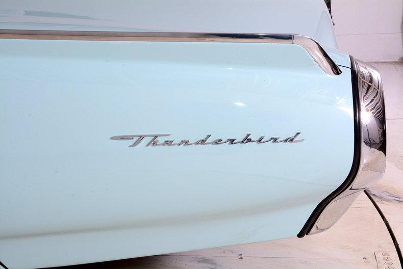 1963 Ford Thunderbird Image 10