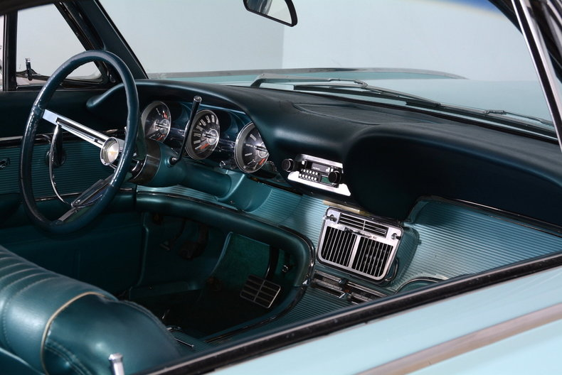 1963 Ford Thunderbird Image 28