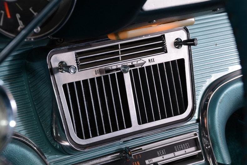 1963 Ford Thunderbird Image 30