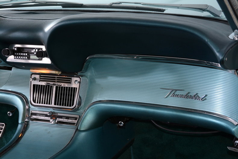 1963 Ford Thunderbird Image 44