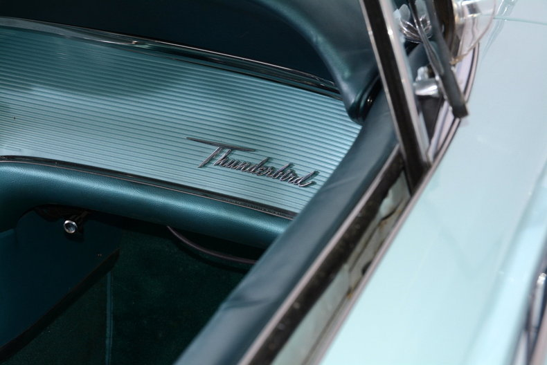 1963 Ford Thunderbird Image 50