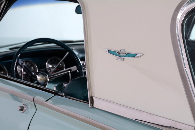 1963 Ford Thunderbird Image 66