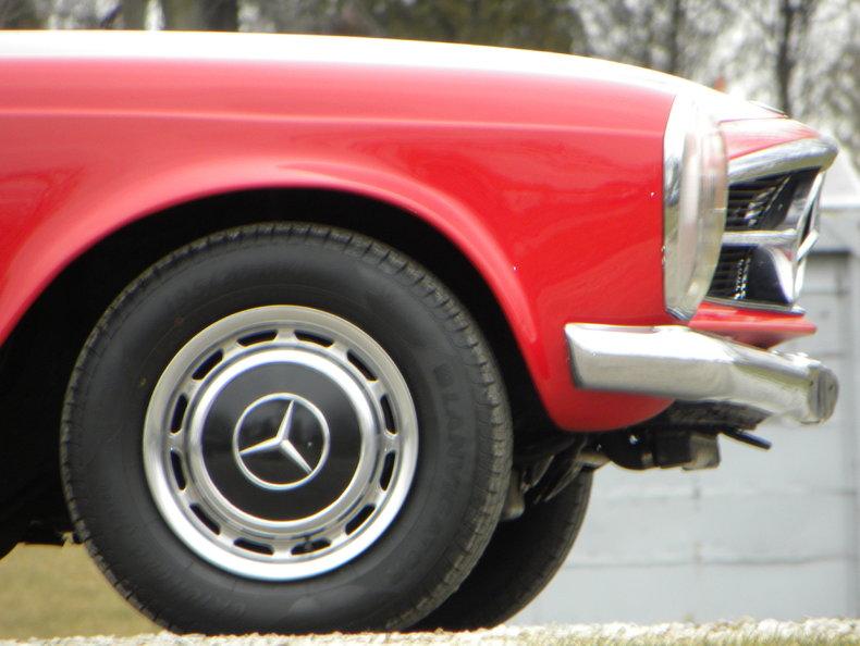 1965 Mercedes-Benz 230SL Image 11