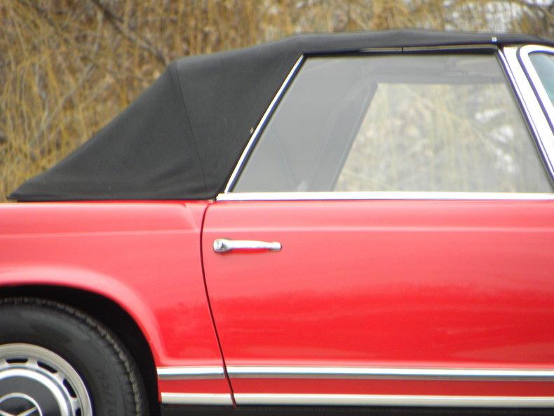 1965 Mercedes-Benz 230SL Image 13