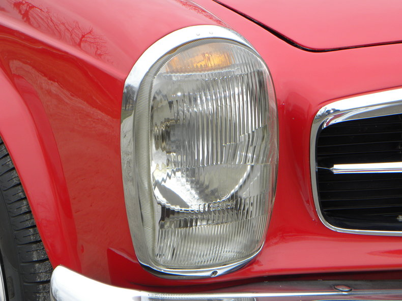 1965 Mercedes-Benz 230SL Image 16
