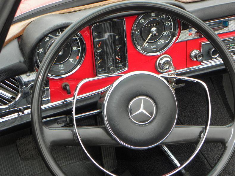 1965 Mercedes-Benz 230SL Image 40