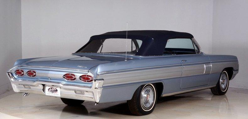 1962 Oldsmobile Starfire Image 3