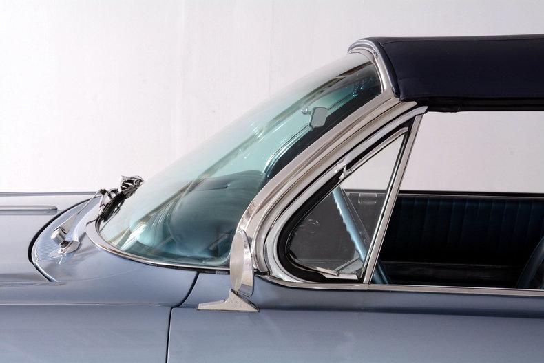 1962 Oldsmobile Starfire Image 9