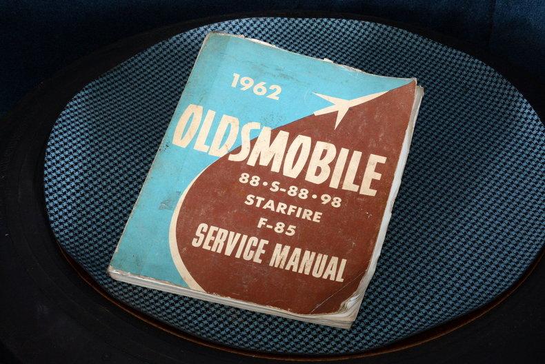 1962 Oldsmobile Starfire Image 24