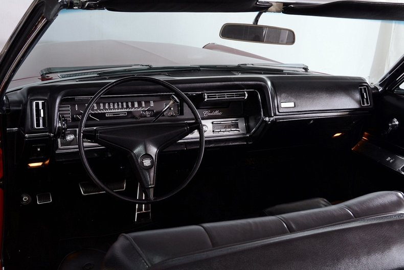 1967 Cadillac deVille Image 2