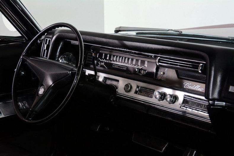 1967 Cadillac deVille Image 10