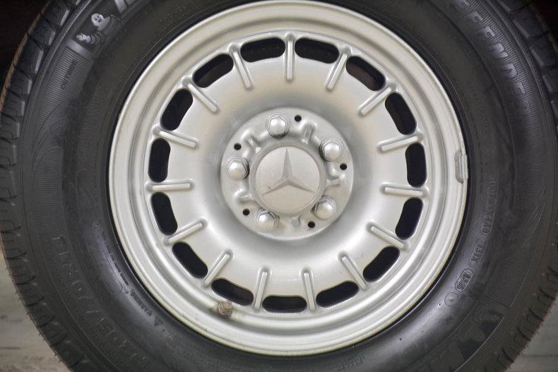 1982 Mercedes-Benz 380SL Image 18