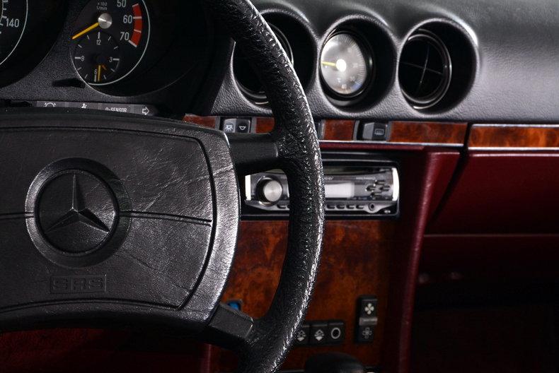1985 Mercedes-Benz 380SL Image 10