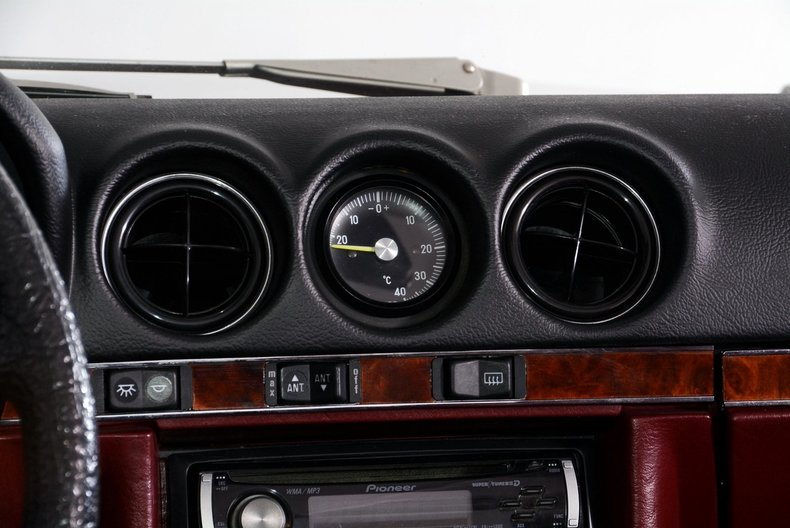 1985 Mercedes-Benz 380SL Image 19