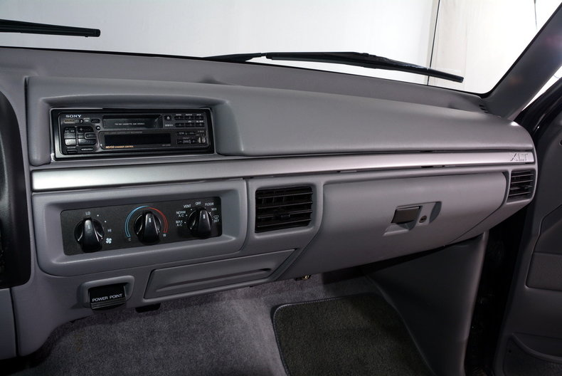 1995 Ford F150 Image 29