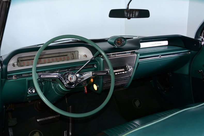 1961 Buick LeSabre Image 2