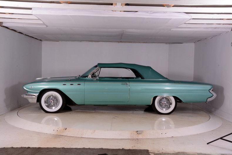 1961 Buick LeSabre Image 9
