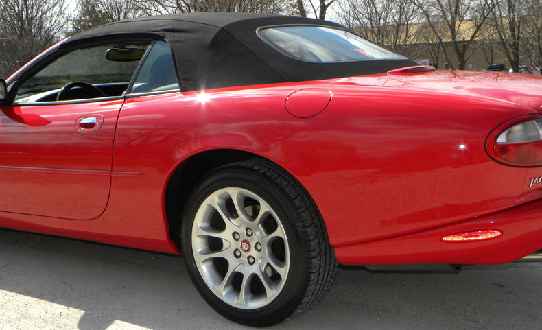 2000 Jaguar XKR Image 15