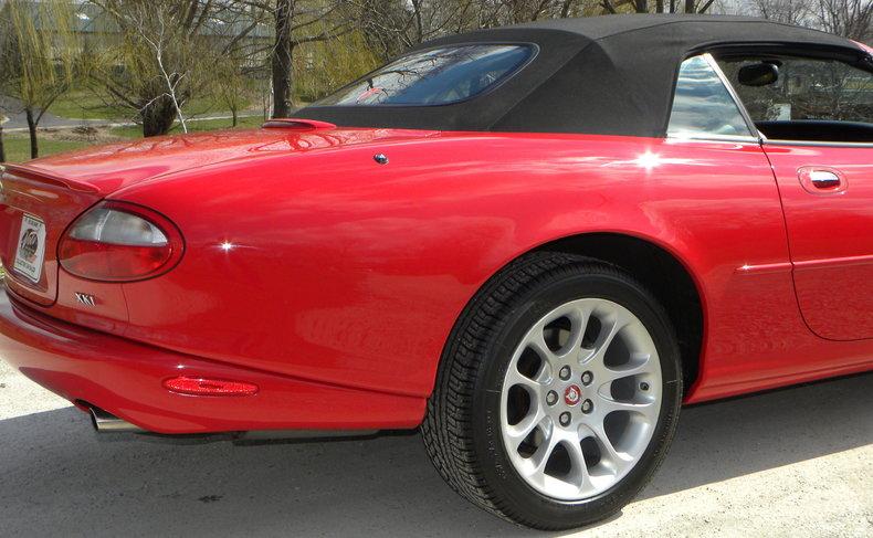 2000 Jaguar XKR Image 16