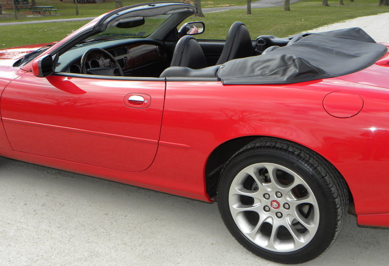 2000 Jaguar XKR Image 28