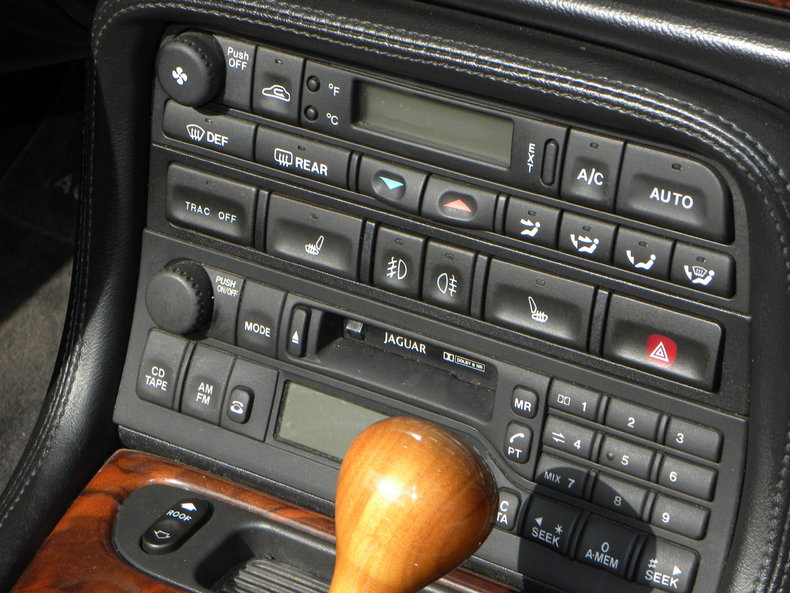 2000 Jaguar XKR Image 50