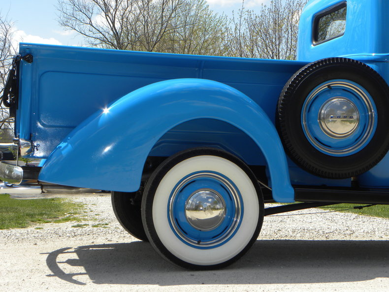 1941 Ford Deluxe Image 24