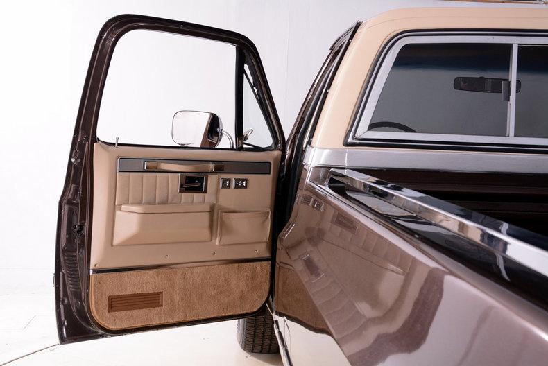 1984 Chevrolet Silverado Image 35