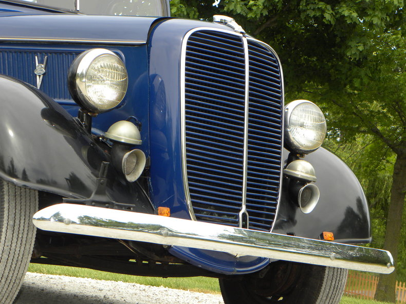 1937 Ford Model 73/77 Image 12