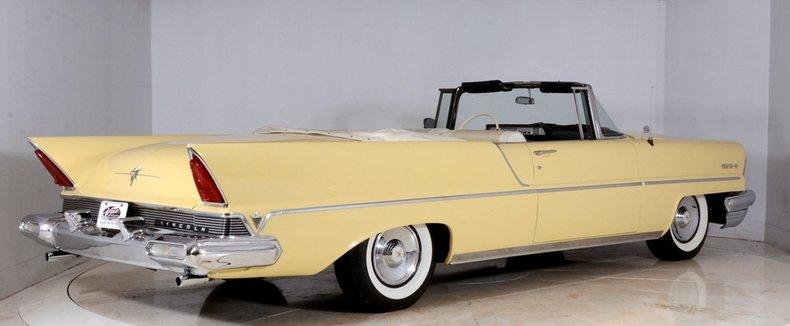 1957 Lincoln Premiere Image 3