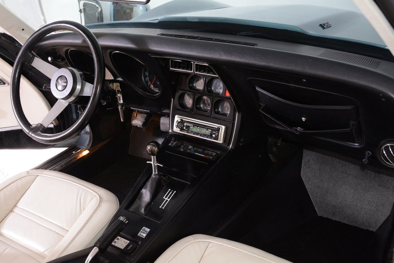 1977 Chevrolet Corvette Image 8