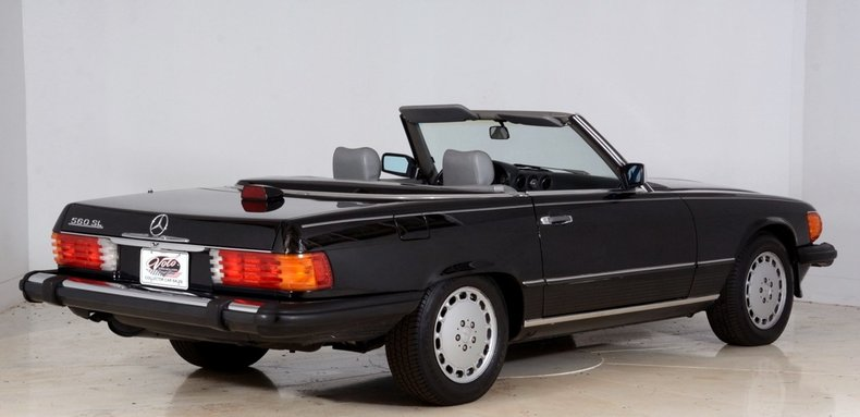 1986 Mercedes-Benz 560SL Image 3