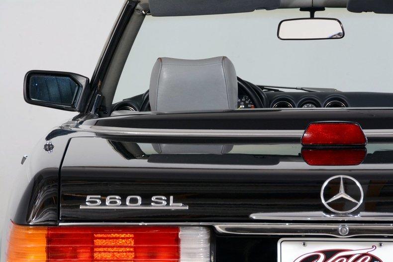 1986 Mercedes-Benz 560SL Image 10