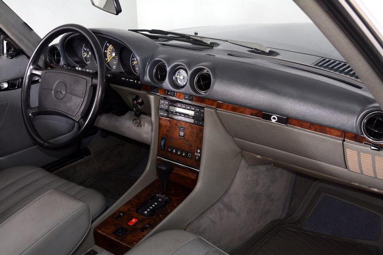 1986 Mercedes-Benz 560SL Image 13