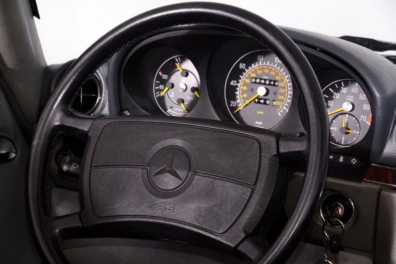1986 Mercedes-Benz 560SL Image 22