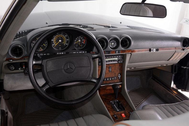 1986 Mercedes-Benz 560SL Image 29